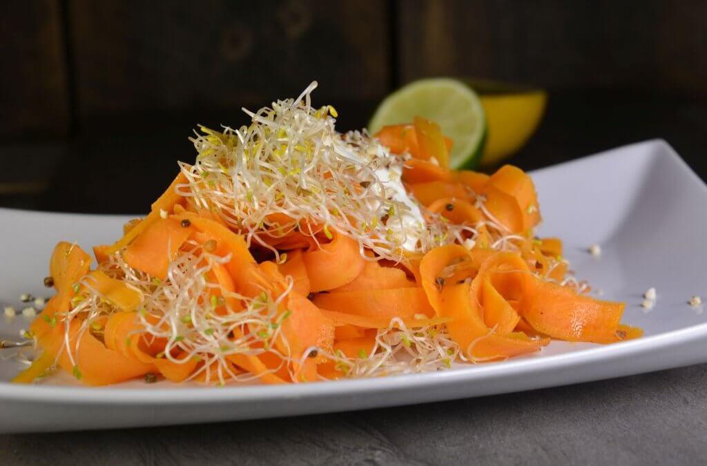 Lämmin porkkana-itusalaatti